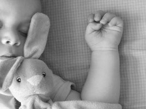 wieviel Schlaf braucht ein Baby